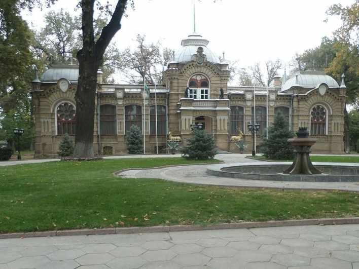Дворец Николая Константиновича Искандера (Романова) в Ташкенте. Сегодня здание занимает Дом приёмов МИД Узбекистана.