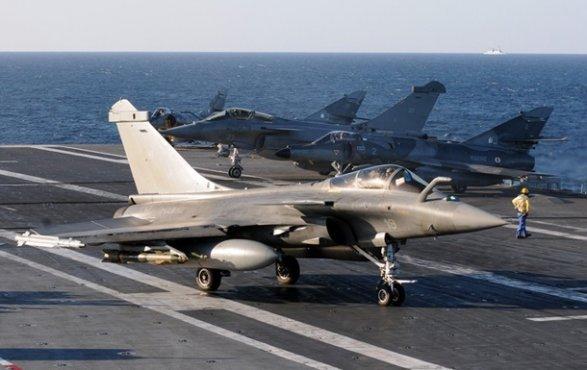 """На авиабазу Эмари в Эстонии приземлились восемь истребителей F-16 ВВС США, которые примут участие в учениях Saber Strike (""""Удар меча 2014"""")"""