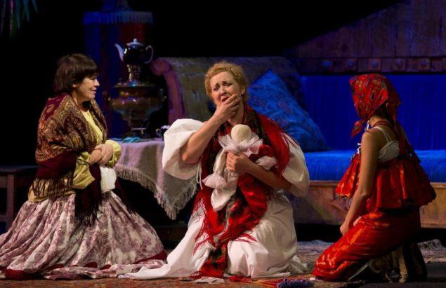 В Донецкий театр, как в убежище от трагедии