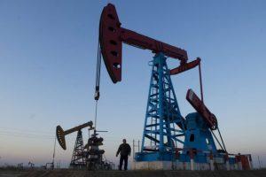 Нефть упадет к 20 долларам за баррель?
