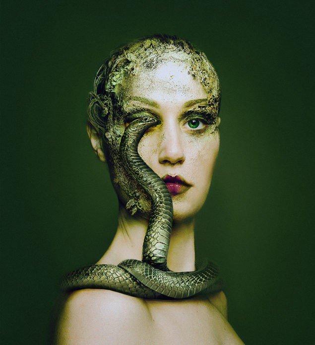 Флора Борсі і змія