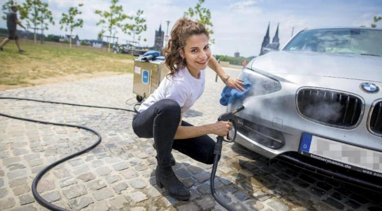 Mία Ελληνίδα «ΚΑΤΑΡΓΕΙ» τα πλυντήρια αυτοκινήτων με μια μικρή ΑΣΗΜΙ ΣΥΣΚΕΥΗ- Δείτε πώς!!! (ΒΙΝΤΕΟ)