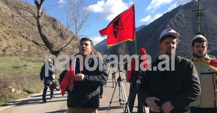 Σηκώστε τα μαχητικά! Μάχες γύρω από τα οστά των πεσόντων Ελλήνων στρατιωτών – Αλβανοί εθνικιστές ύψωσαν την σημαία τους στα Χανιά!