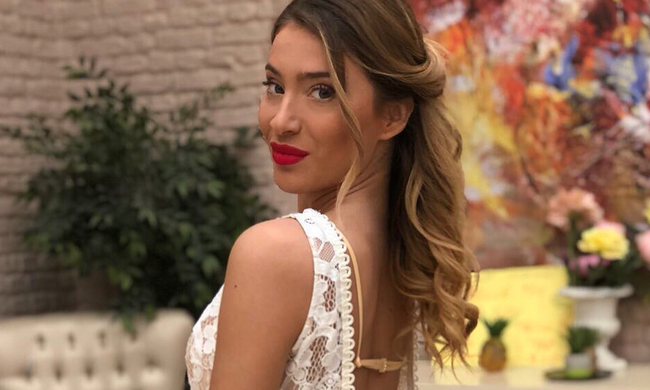 Power of love: Αυτό είναι το διαβατήριo της Αθηνάς – Άλλαξε την ηλικία της στο instagram