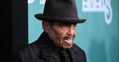 Joe Jackson thinks Janet Jackson will do Super Bowl halftime show 1
