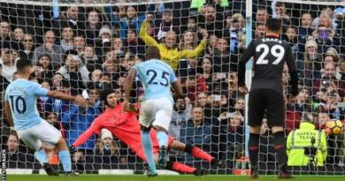 Man City outclass Arsenal to open up eight-point lead 3