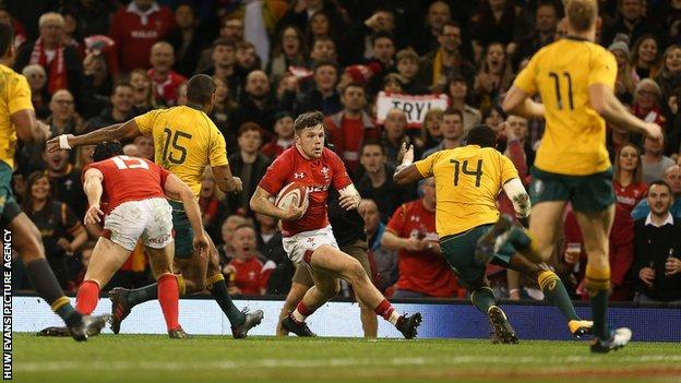 Beale's steal helps slick Australia to 13th straight win over Wales 1