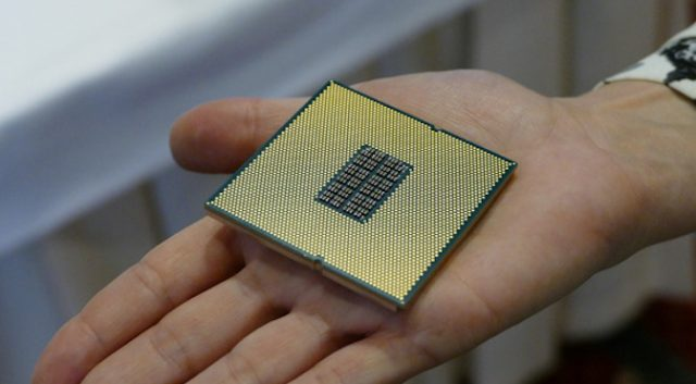 Early Qualcomm Server CPU Benchmarks Could Mean Big Trouble for Intel 10