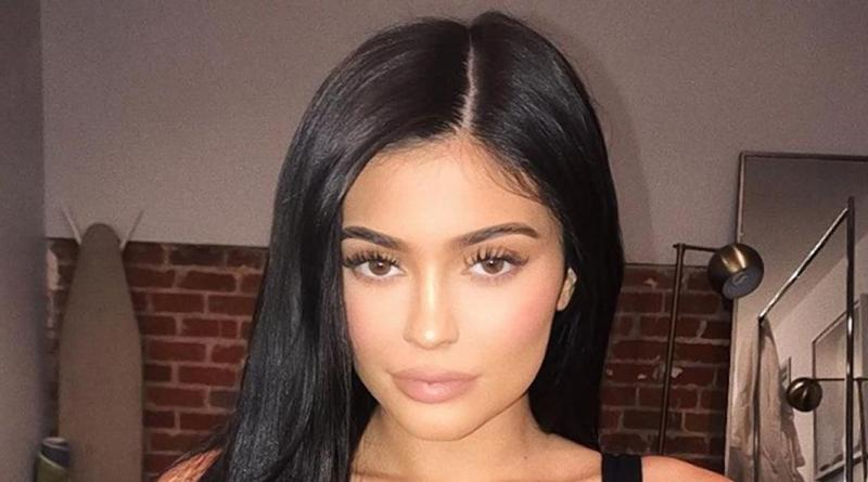 Kylie Jenner absent from the Kardashian family Christmas card 9