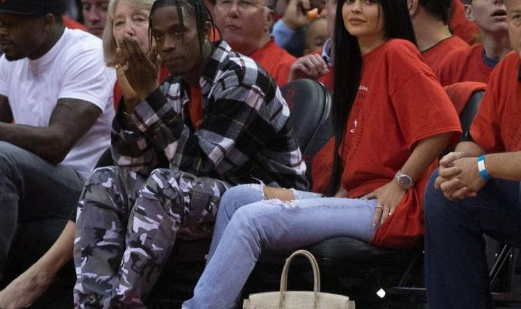 Pregnant Kylie Jenner spotted in public for the first time 1