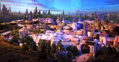 "Disney's 'Star Wars' Park Might Make You One of Those Adults Who Are a Little Too ""Into"" Disneyland 4"
