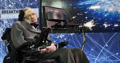 Stephen Hawking, legendary physicist, dead at 76 2