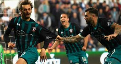 Southampton take big step towards safety with win at Swansea 3