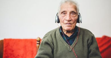 Music treatment may ease anxiety, depression in dementia patients 3