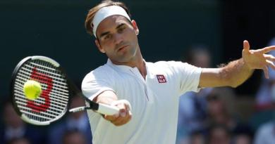 Federer begins Wimbledon defence with routine win 3
