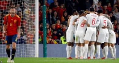 Southgate praises 'courage' of England side after Spain victory 8