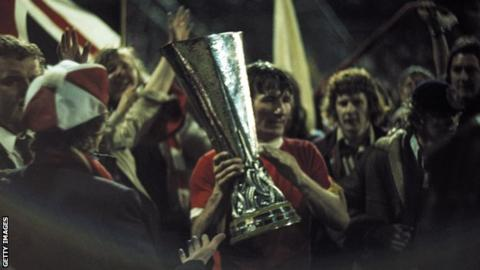 Tommy Smith: Liverpool great dies, aged 74 4