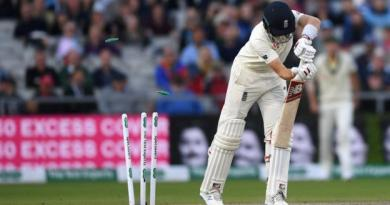 Ashes 2019: England lose late wickets as Australia close in on Ashes 3