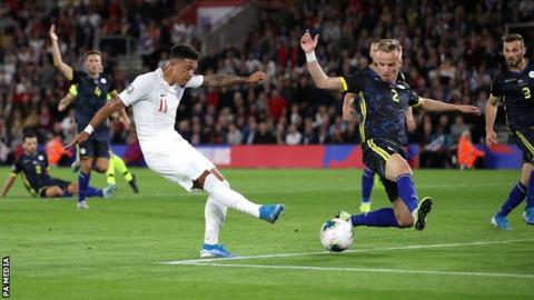 England 5-3 Kosovo: Kane and Sterling score for hosts 1