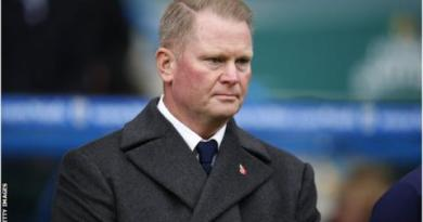Huddersfield owner Phil Hodgkinson warns '50 or 60 clubs' could go bust 3