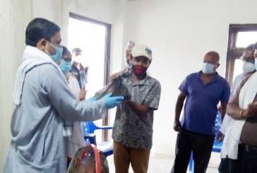 कृषि मन्त्री साहद्वारा किसानलाई 'लम्पी स्किन' रोगको औषधि वितरण