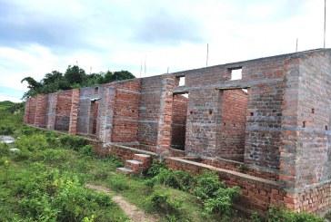 चौफालमा निर्माणाधिन जनता आवास कार्यक्रमको भवन अधुरो