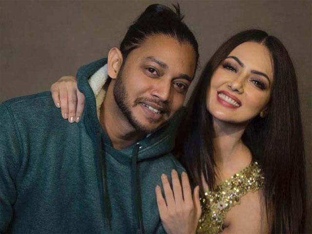 I-Am-Dating-With-Dance-Tutor-Melvin-Louis-Announces-Sana-Khan-1556264707-1380