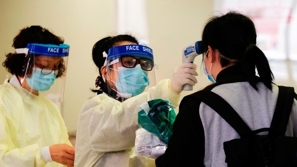elizabeth-coronavirus-outbreak-hospital-reception-temperature-following_cd3f9564-464e-11ea-b9ea-c2a424b98379