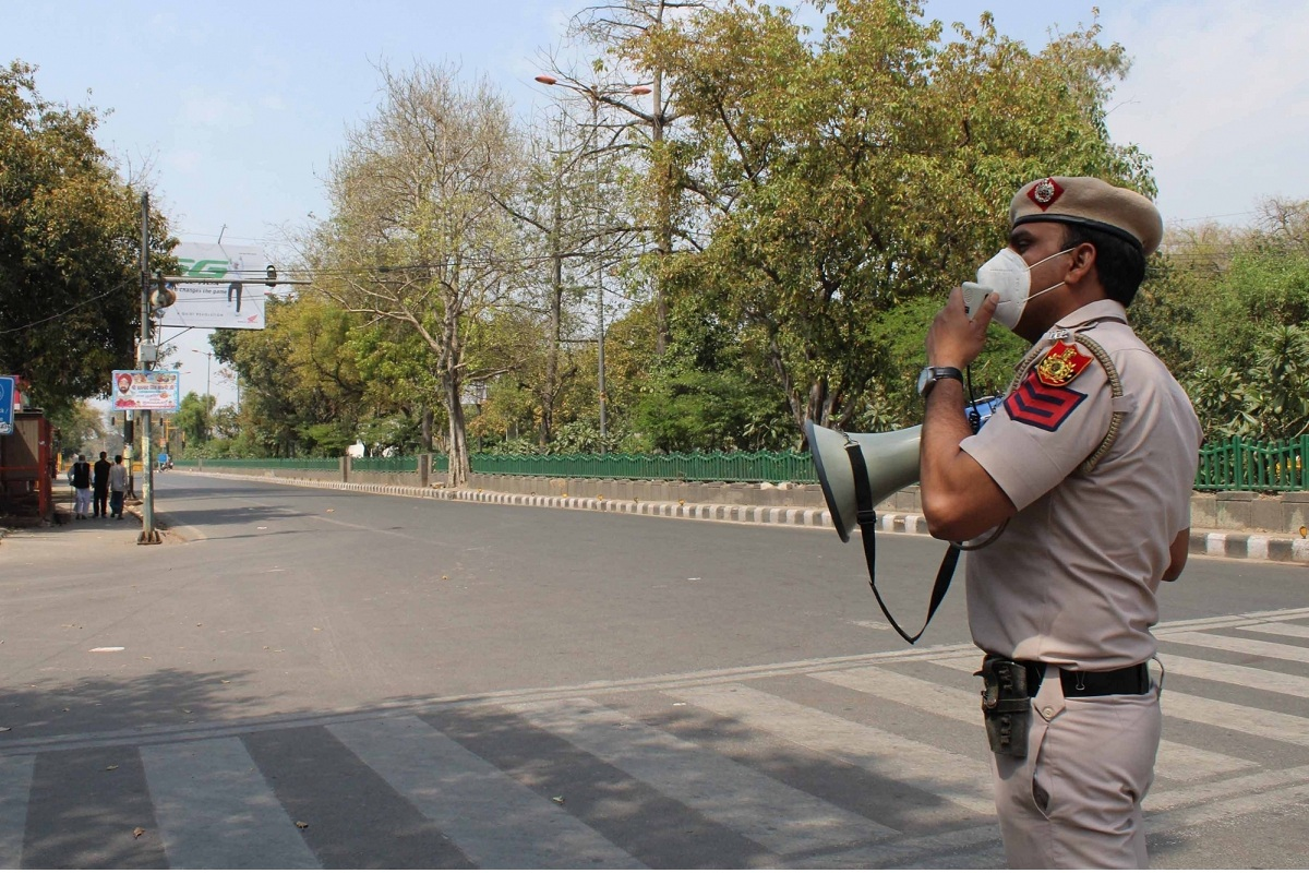 New Delhi: Police makes announcements during complete lockdown imposed in 560 districts in 32 states and union territories across the country as precautionary measures to contain the spread of the coronavirus,in New Delhi on March 24, 2020. (Photo: IANS)