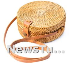 𝐈𝐃𝐄𝐀𝐋 𝐒𝐈𝐙𝐄 Leather Straps Natural Chic Handwoven Round Rattan Bag