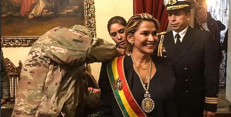 Anez-Receives-Presidential-Sash