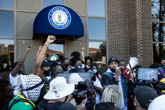 Louisville police cut off downtown access with barricades ahead of Breonna Taylor decision