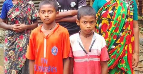 নবাবগঞ্জে আদিবাসী পরিবারকে মারপিট করায়  ৪ জনের বিরুদ্ধে থানায় অভিযোগ