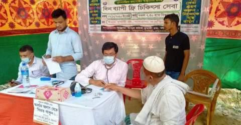 চকরিয়ায় আল্লামা আব্দুর রহিম বুখারী ফাউন্ডেশনের বিনামূল্যে চিকিৎসা সেবা প্রদান