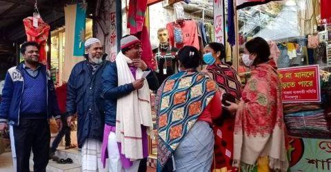 হাকিমপুর পৌরসভা নির্বাচনে নৌকায় ভোট চেয়ে গণসংযোগ করছেন জামিল হোসেন চলন্ত