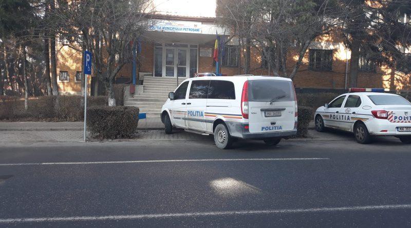 Petroșani / trei percheziții în cartierul Colonie