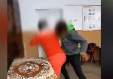 Profesoară din Vulcan, bătută de un elev care se uita la filme erotice în clasă