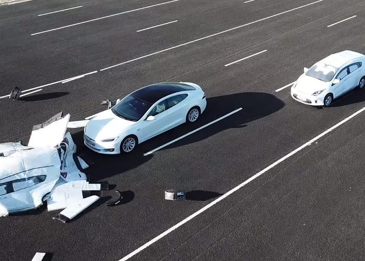 Fake Lanes Fool TESLA A.I. to drive into oncoming traffic
