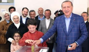 Turkey referendum: PM claims win as count continues