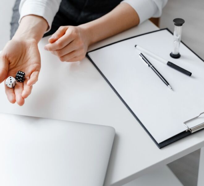 black-and-white-dices-in-woman-hand-psychologist-concept-business-analytics-of-business-marketing_t20_QKoaZ6