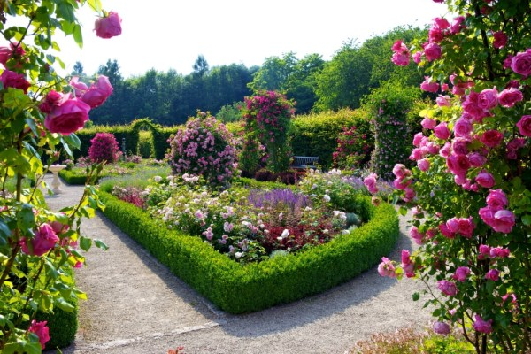beautiful flowers garden ideas Beautiful Flower Garden and Lawn ideas Flowers Wallpaper