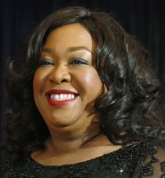 TV producer Shonda Rhimes arrives on the red carpet at the annual White House Correspondents' Association dinner in Washington