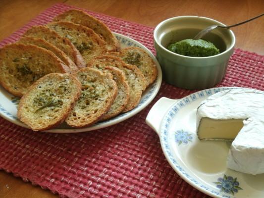 pesto and crostinis