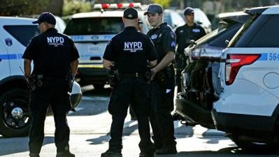 Полиция Нью-Йорка задержала нападавшего с ножом у синагоги, пишут СМИ