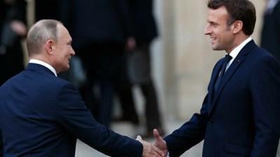 Путин и Макрон договорились продолжать личные контакты