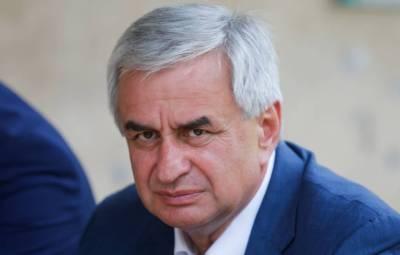 Парламент принял отставку президента Абхазии Рауля Хаджимбы