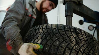 Автоэксперты рассказали, когда москвичам менять зимние шины на летние