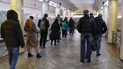 В Москве у входов в метро и на въездах в город образовались пробки
