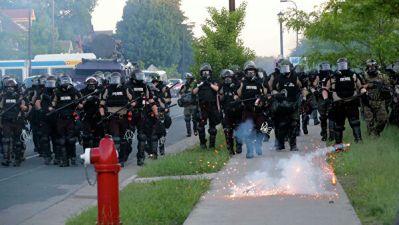 В Вашингтоне полиция применила слезоточивый газ против протестующих