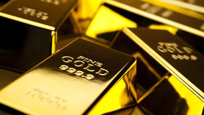 Золото выросло в цене впервые с 2011
